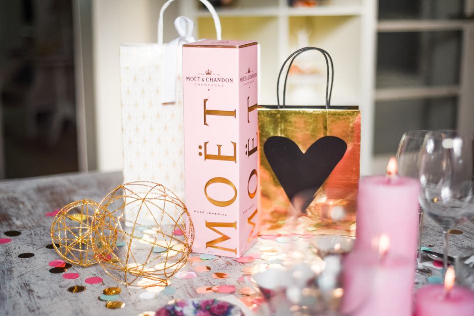 Valentinesday-table-setting-decor-styling-AnaisStoelen-8.jpg