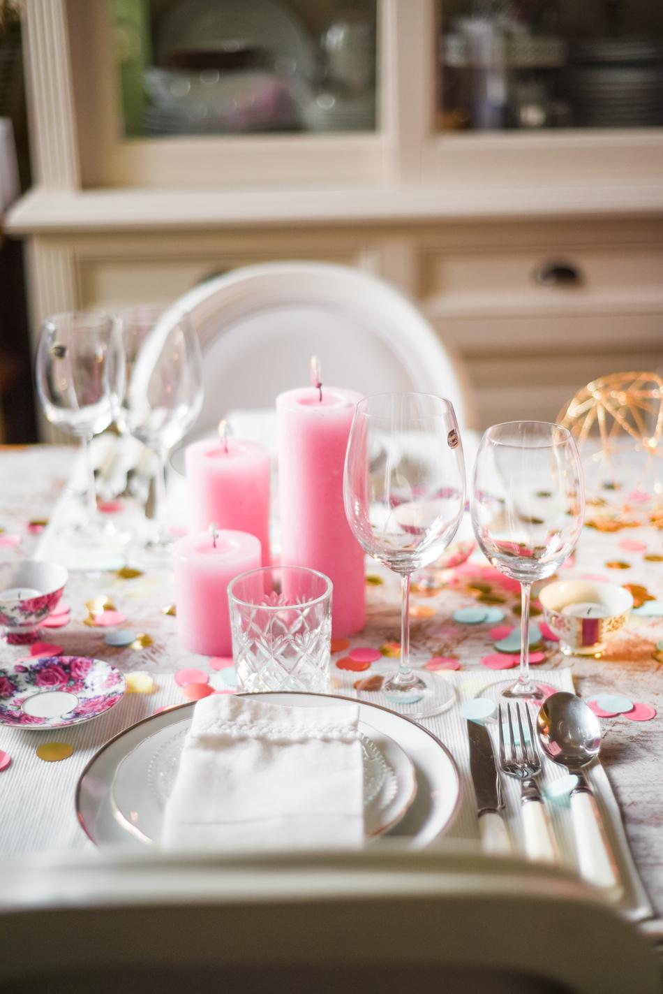 Valentinesday-table-setting-decor-styling-AnaisStoelen-13.jpg