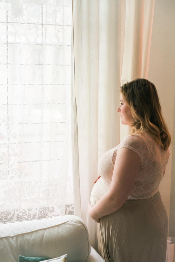 28WeeksPregnant-PregnancyPortrait-AnaisStoelen-1.jpg