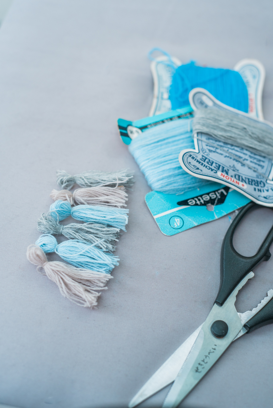 DIY-Make-your-own-tassels-lifestyleblog-anaisstoelen-9.jpg