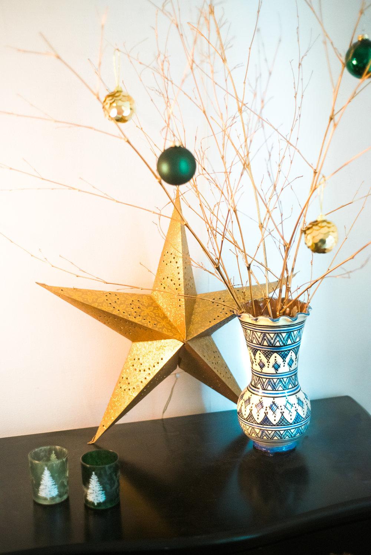 Traditional-Christmas-Decor-Tree-Table-Ideas-Style-To-Copy-AnaisStoelen-19.jpg