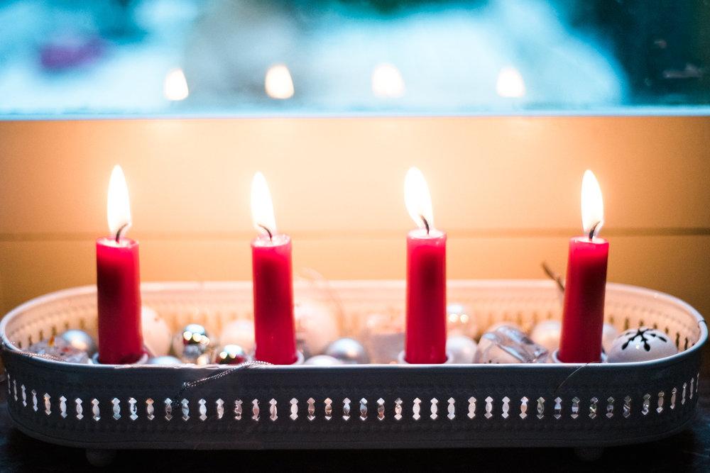 Traditional-Christmas-Decor-Tree-Table-Ideas-Style-To-Copy-AnaisStoelen-21.jpg