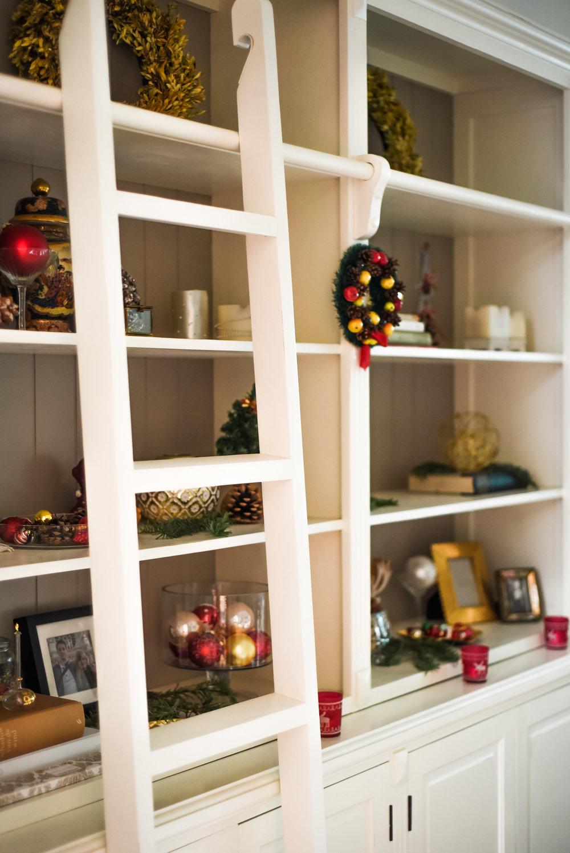 Traditional-Christmas-Decor-Tree-Table-Ideas-Style-To-Copy-AnaisStoelen-31.jpg