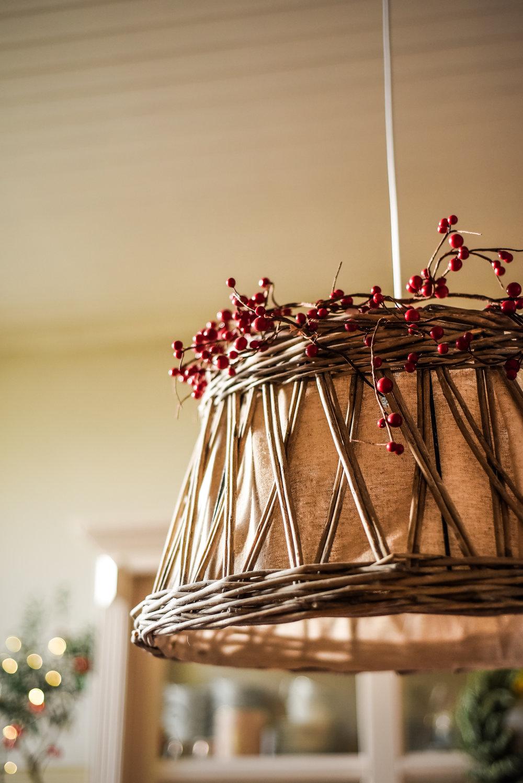 Traditional-Christmas-Decor-Tree-Table-Ideas-Style-To-Copy-AnaisStoelen-35.jpg