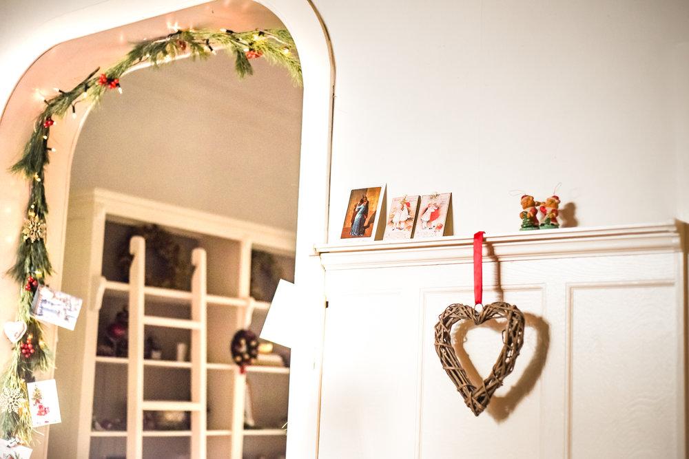 Traditional-Christmas-Decor-Tree-Table-Ideas-Style-To-Copy-AnaisStoelen-37.jpg
