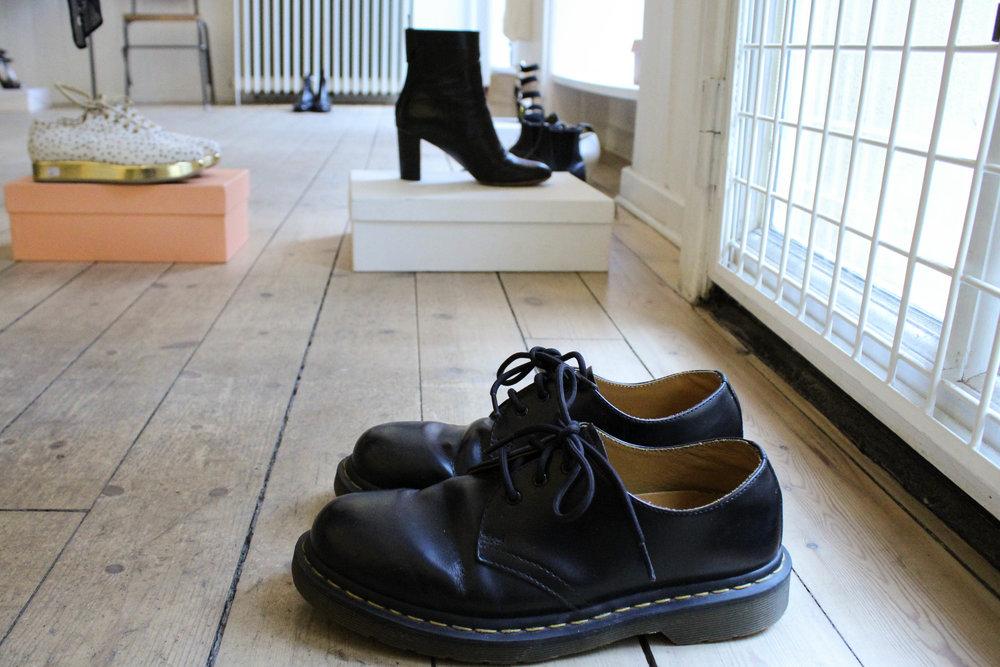 Butiken O-S-V Second hand påPeder Hvitfeldts Stræde 4 hade mycket fint. Här ett par Dr Martens.