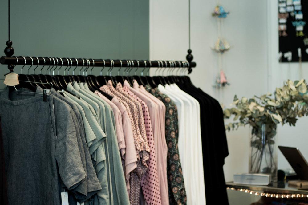 Stockholmsmärket Bric-a-brac, som även har en butik vid Mariatorget i Stockholm, har en alldeles egen del i butiken. Hållbara plagg, tillverkade i Europa med medvetet valda material.