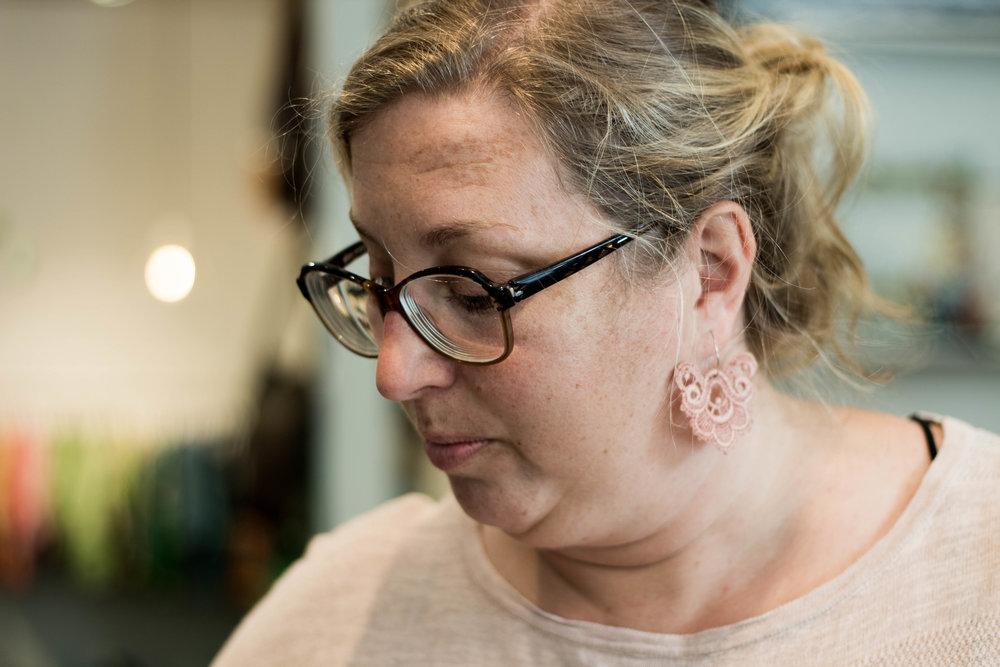 Anna Strömkvist som driver Bang tar mycket tid åt att se till att kunden hittar de perfekta plaggen. Genom att se till att kunden trivs till 100% i sina nya plagg skapar hon en relation till kunden och kunden en relation till plagget – för att öka hållbarheten.