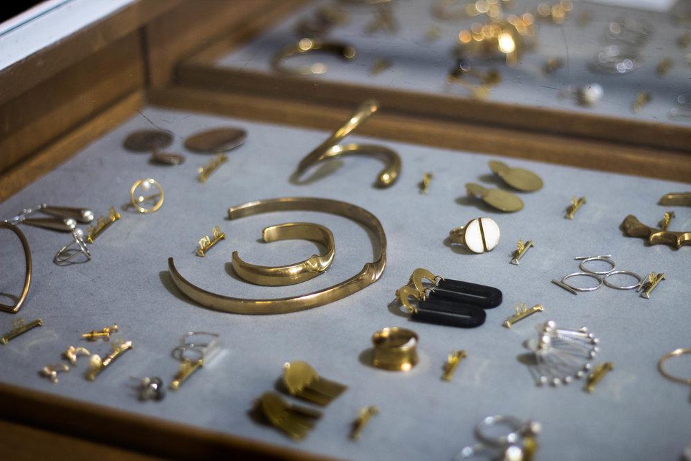 Så mycket fina smycken hos Folk Days, allt är etiskt producerat.