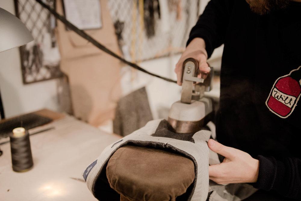 I butiken huserar även William Baxter som driver W.B.B Tailor där du kan sy upp plagg från scratch. Han tar emot beställningar för både dam- och herrplagg.