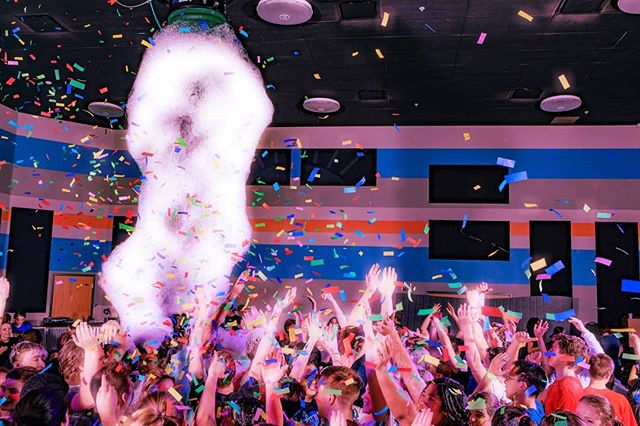 Foam machine, confetti cannon, black lights, black light paint, and a couple hundred high school students. That was a party! #highschooldance #foammachine #confetticannon #blacklight