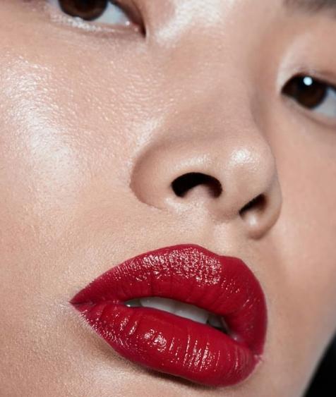 基础 作品集 课程 - 对美妆跃跃欲试吗?我们的基础作品集课程是一个良好的开始,在这里你将学到美妆基础,如颜色底妆等等。