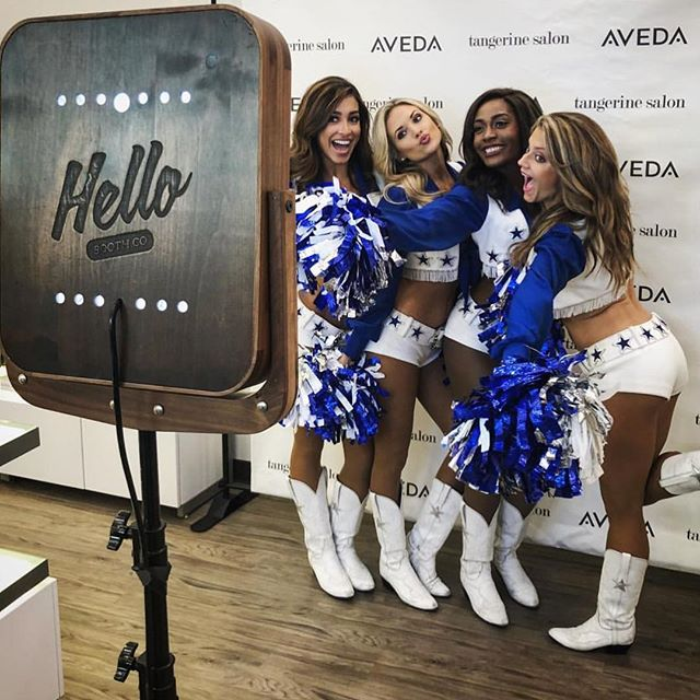 @dccheerleaders love #hellobooth 💙
