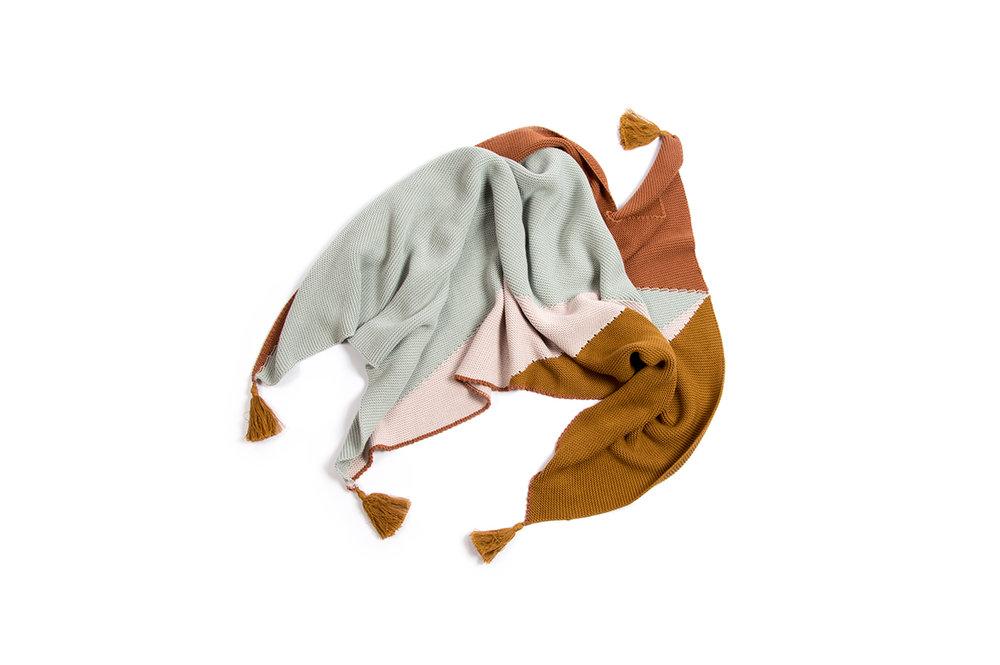 monkind-ss19-knitted-trig-blanket_01.jpg