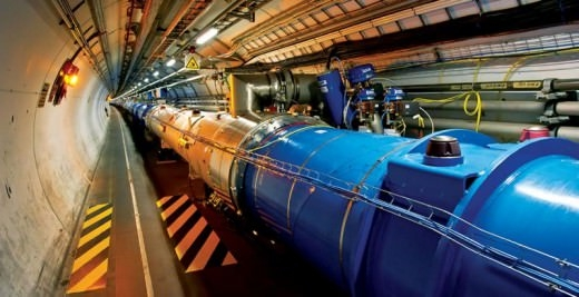 Superconducting linear particle accelerator