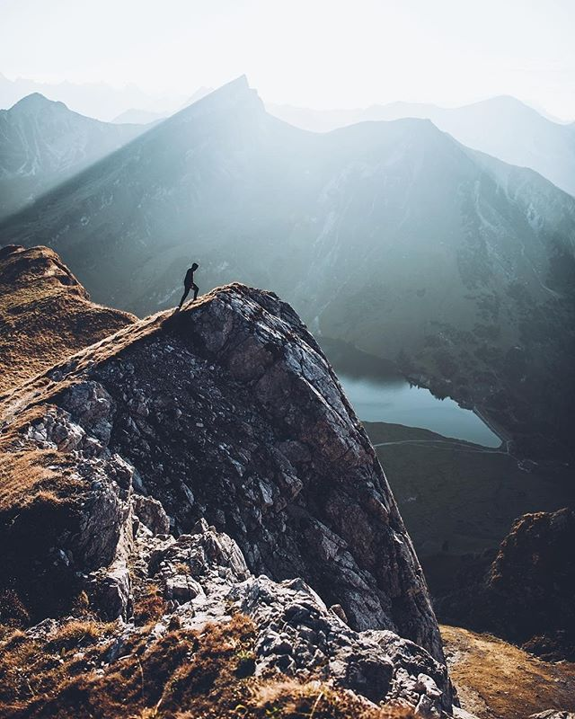 Brave the elements ⛰ ⠀ ⠀ 📷 @jannikobenhoff ⠀ #wanderlust #austria #hikingadventures #createexplore #natureisbeautiful #landscape_lovers #adventure_culture #travelholic