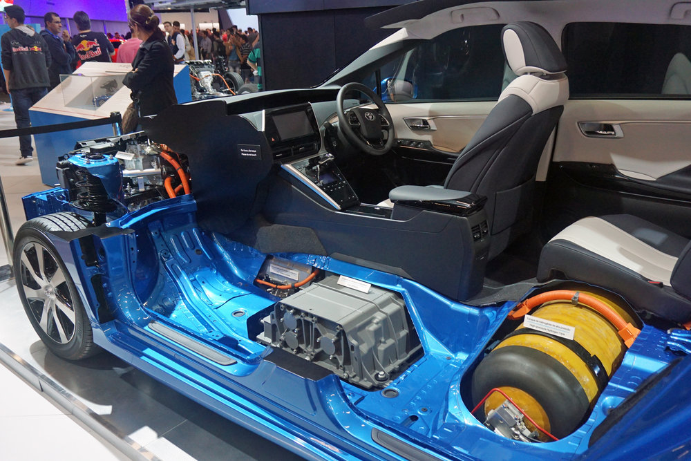 Toyota_Mirai_fuel_cell_stack_and_hydrogen_tank_SAO_2016_9037.jpg
