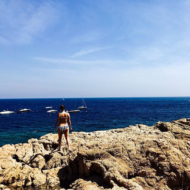 Take me back to the rocky coastlines of Costa Brava . . . . . . #spain #costabrava #beach #summer #honeymoon #travel #travelstyle #girona #coast #rockycoast #lifestyle #lifestyleblog #blog #blogger travelblogger