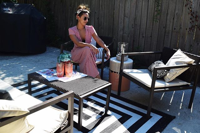 Summertime living ☀️ . . . . . . #summer #summer2018 #outdoor #outdoorliving #outdoordecor #homedecor #backyard #backyardfurniture #ootd #summerdress #outfit #outfitinspo #decor #homeblogger #homeblog #lifestyle #lifestyleblogger #decoration #homedesign