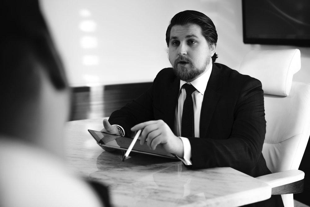 Las decisiones de hoy tienen un efecto en los resultados futuros. - Es por eso que es importante que una entidad comercial, una sociedad o un contrato se cree correctamente. Con mi experiencia en litigios, puedo proporcionar previsión para ayudar a crear un paquete personalizado que se adapte a sus necesidades específicas y únicas. No hay dos ofertas iguales.