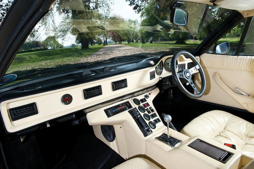 De Tomaso Pantera GT5 Interior.jpg