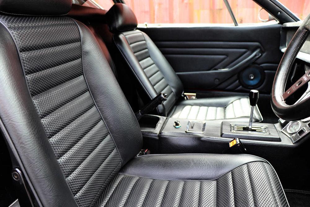 De tomaso Red Pantera GTS interior 2 web.jpg