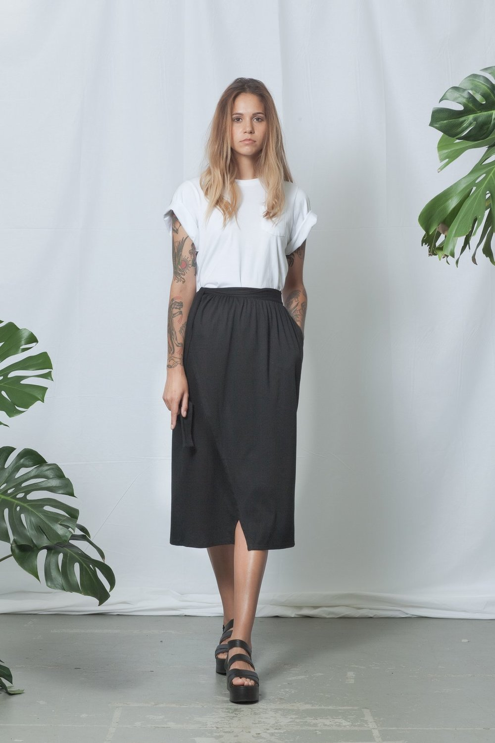 SS18W19_GRADIENT_SKIRT_BLACK_e_580x@2x.jpg