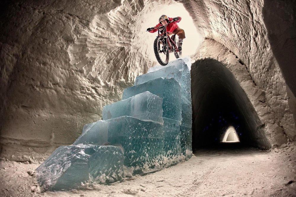dougie-lampkin-tundra-ice-staircase-trials_1250.jpg