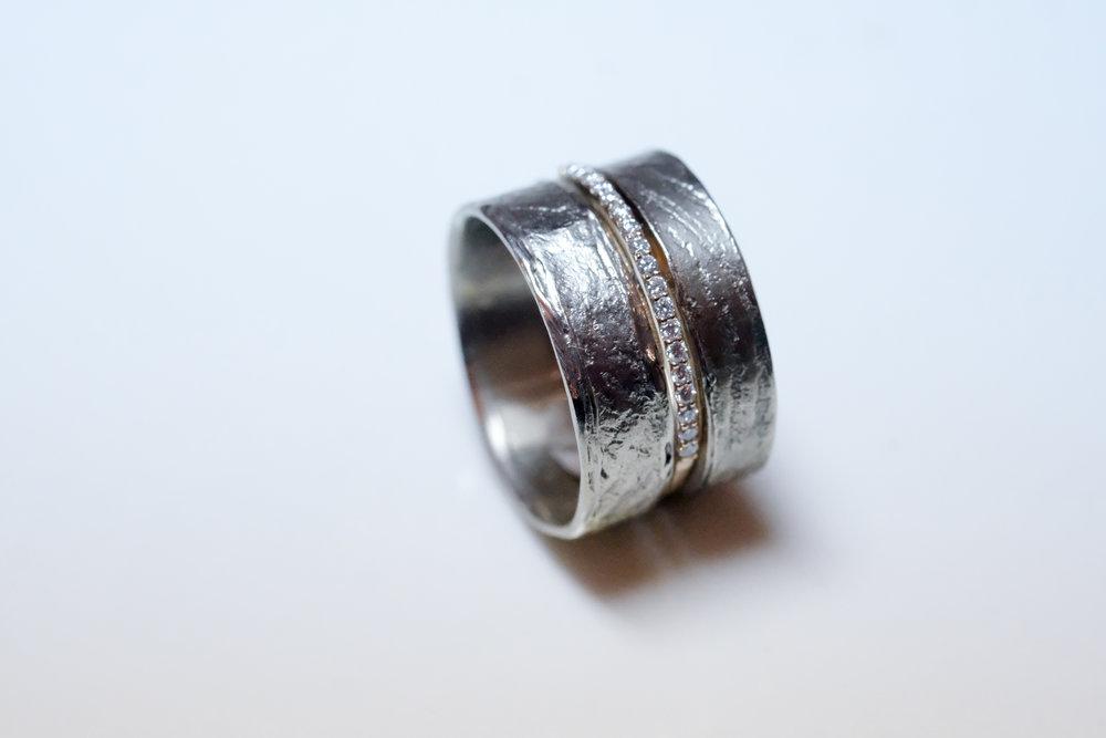 trouwringen combinatie met verlovingsring.JPG