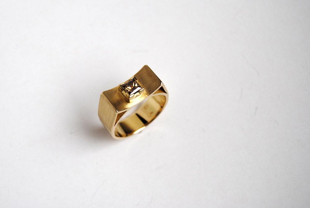 Ring - 18 karaat goud + 0,50 cat diamant.JPG