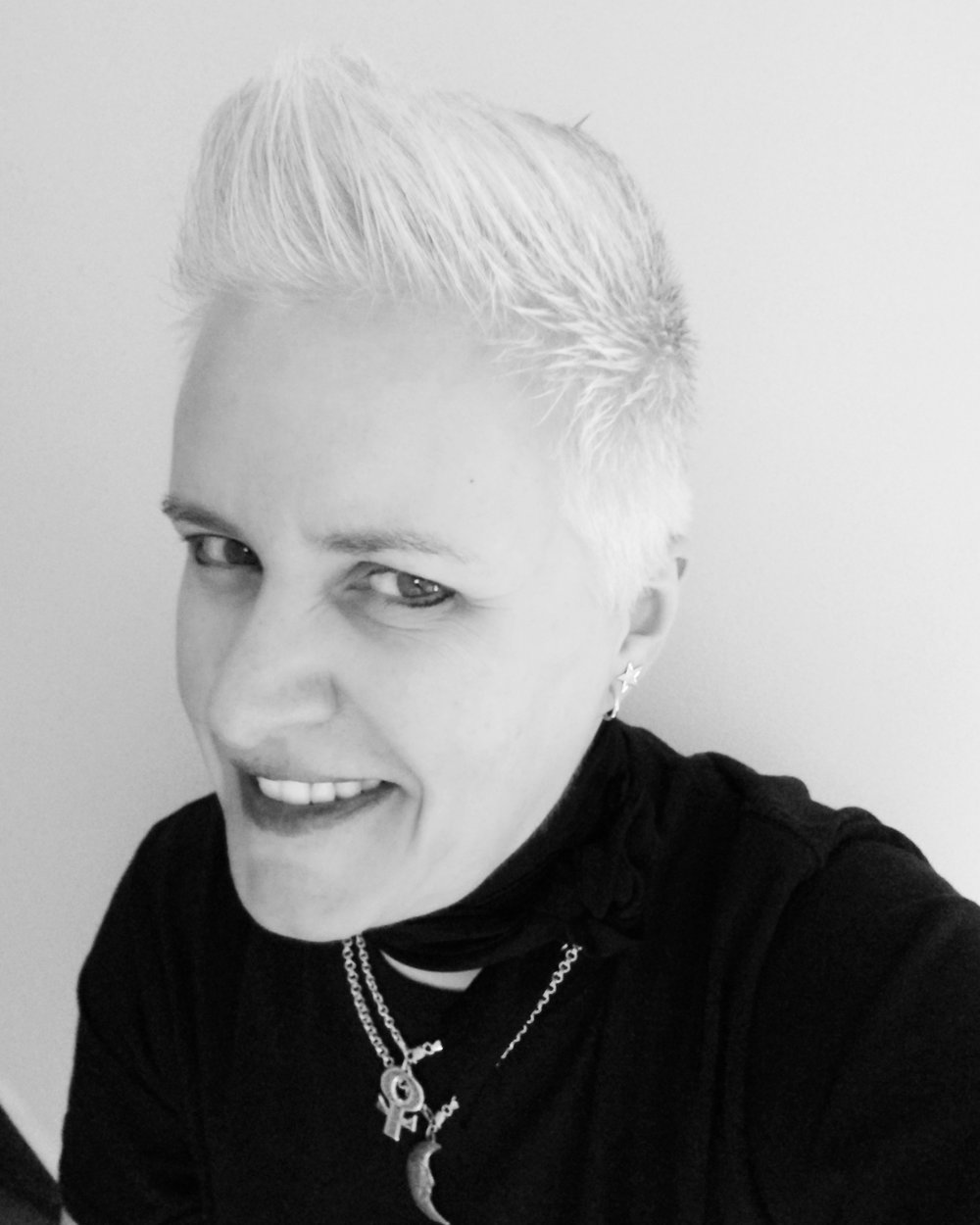 Danielle Frederick Artist - Born 1966 in Quakertown, Pennsylvania      Artist - Drafts Woman - Illustrator - Painter - Environmentalist