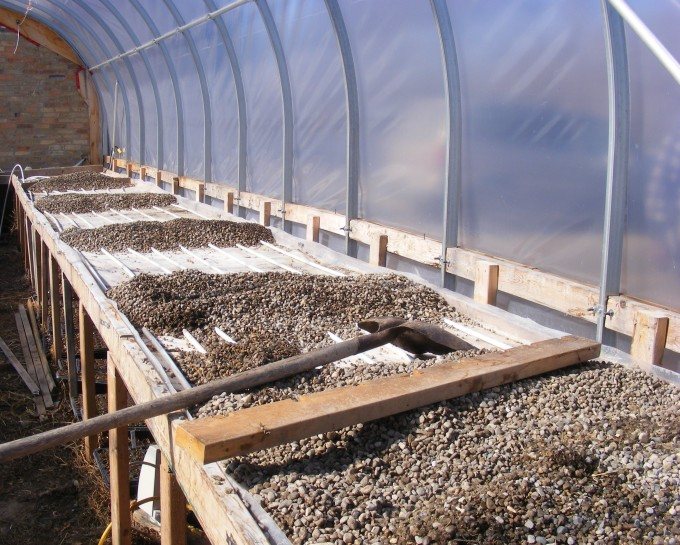 150319 bottom heat greenhouse
