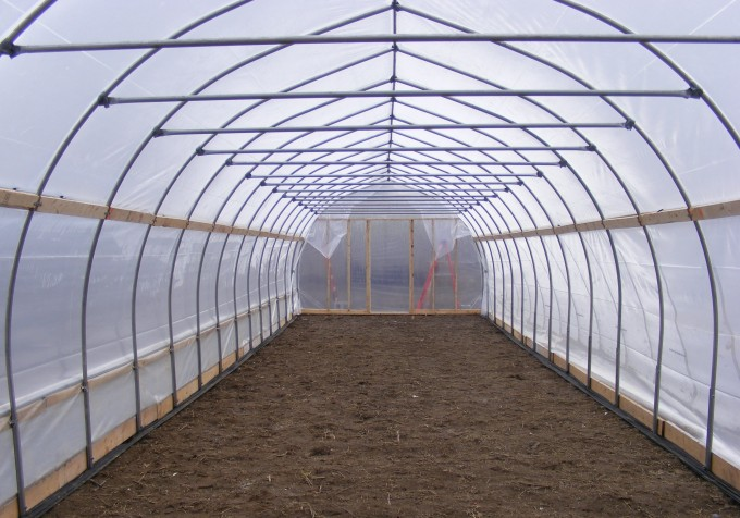 150415 greenhouse ready to work the ground