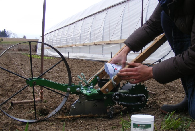 150416 loading wheel planter