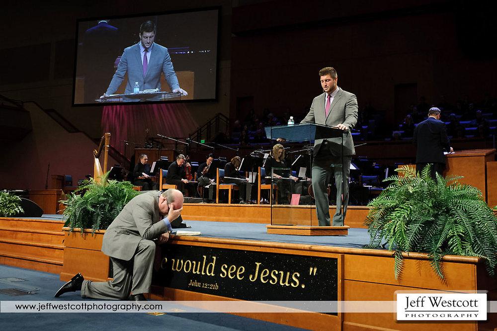 Tim Tebow gives the invitation while Pastor Mac Brunson prays