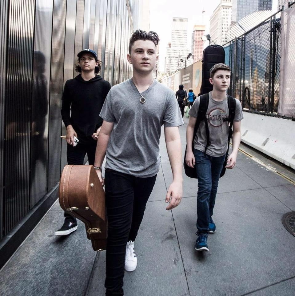 Detoure-band-walking.jpg