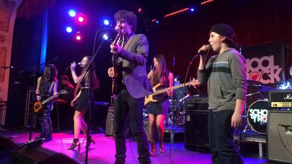 Jersey-Sullivan_hard-rock-cafe-benefit-singing.jpg
