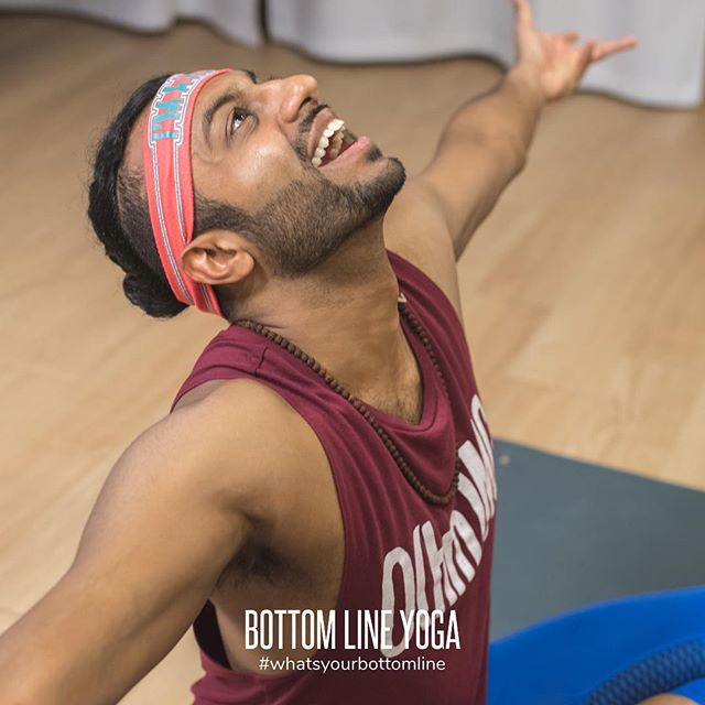 Tomorrow @rajnation will be taking over our Instagram account 🤜🏼🤛🏽 If you don't know Raj, he's a super amazing dude with lots of projects and passions, and yoga is just one of them!! Check out @startuphypeman to learn more about his main hustle. 🤸🏽‍♀️ 🧘🏽‍♂️ 🤸🏼‍♂️ #whatsyourbottomline #bottomlineyoga #chicagoyoga #yogachicago #yoga #yogaislife #chicagoyogastudios #chicagoyogacommunity #yogaintheloop #chicagoloop #yogaeverydamnday #instastorytakeover