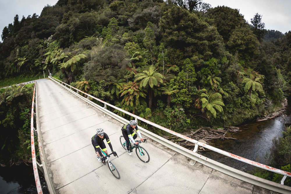 newzealand_twobikes_onbridge.jpg