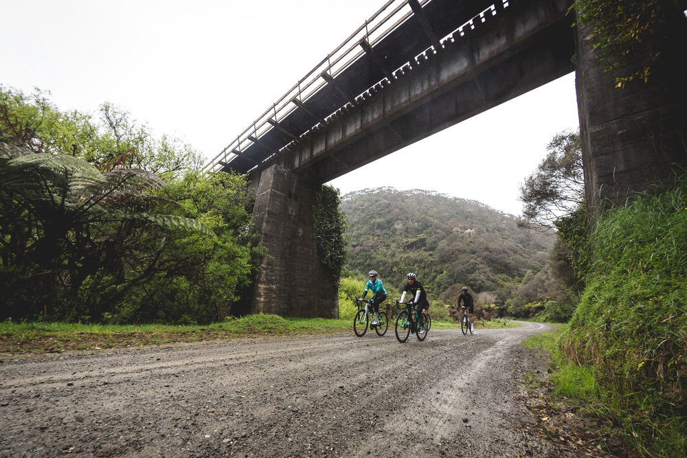 newzealand_bikes_gravel_bridge_imagetemplate.jpg