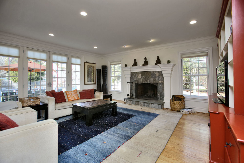 Great room with fireplace and built-ins.jpg