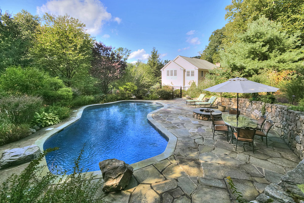 Pool-and-firepit_5390.jpg