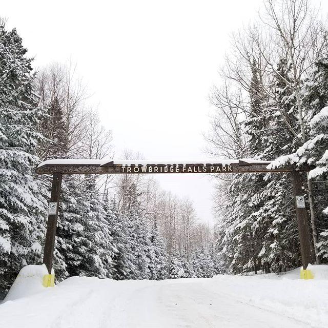 Embrace winter. ❄❤ #winter #thunderbay #canada #explore #snowday #snowshoeing #hiking #simplethingsinlife #winterisbeautiful