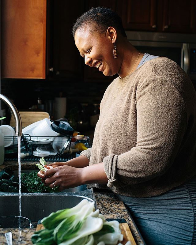 Taylor of @sistahoftheyam is warm, genuine, and passionate about her work as a plant food educator and community herbalist for black woman and girls. I'll be sharing more about her in the next few days, so stay tuned! . . . . . #brandcontent #brandphotograher #brandimage #productphotography #productphotographer  #girlboss #thefutureisfemale #smallbusiness #smallbusinessowner #contentcreator  #influencermarketing  #foodphotography  #phillyfoodie #phillyfoodblogger #philadelphiablogger #nutritionist #foodismedicine #nutitionalhealing #holistichealing #herbalist