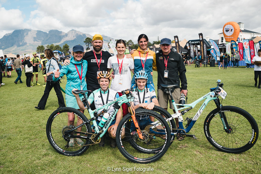 The support team: Agnes - Johan - Lynn - Nina - Eddy  The riders: Frans Claes - Markus Bauer