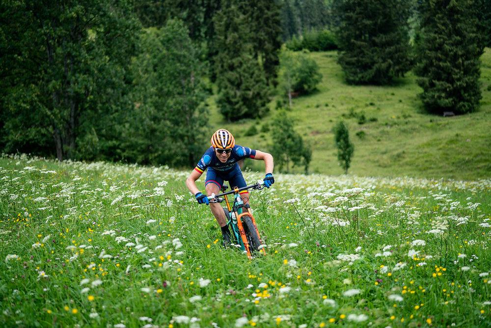 Mountainbiken dwars doorheen de diverse Alpen landschappen