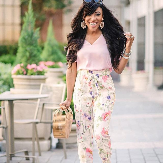 5'0'' going on 5'5'' with these high-waisted floral pants. 📸: @chelseaolivia13 . . . . . #petiteave #petitefashion #petitestyle #petitegirls #shortgirls #ootd #ootdpetite #fashiongram #fashionblogger #fashionista #fashionsense #fashion #fashionideas #clothing #dresses #trendy #ontrend #instafashion #instastyle #outfitinspiration #style #styletips #stylewatch #expresslife #expresspartner #spring #sale