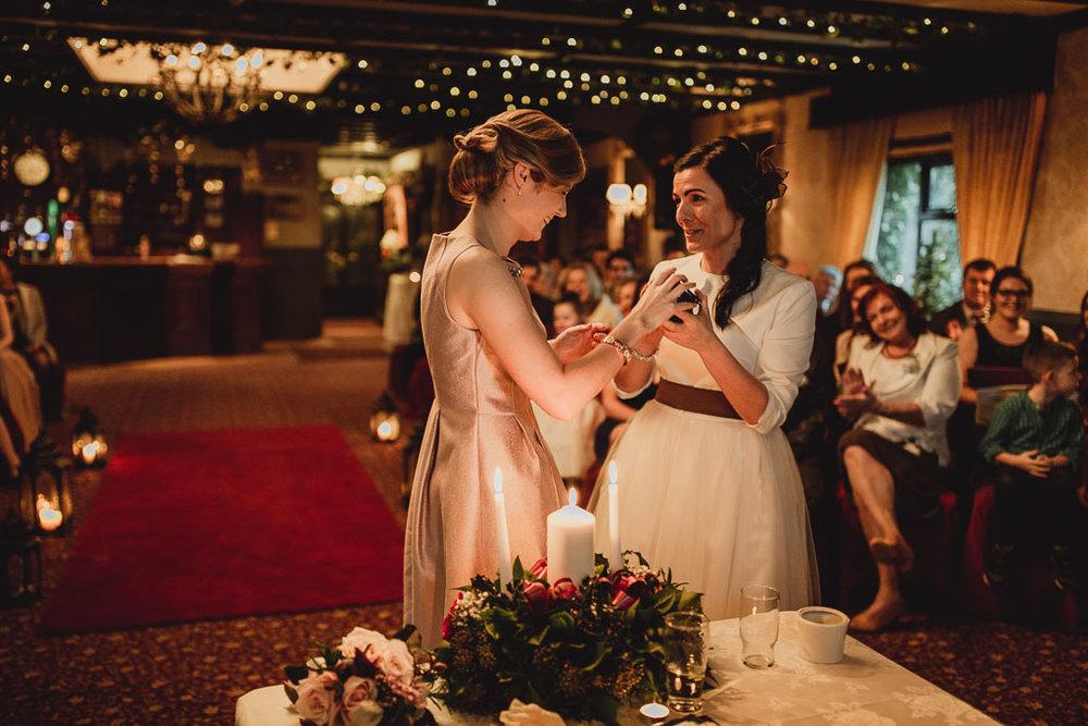 christmas wedding ideas-15.jpg
