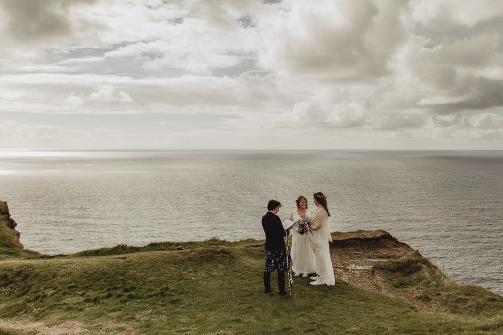 cliffs of moher wedding-5.jpg
