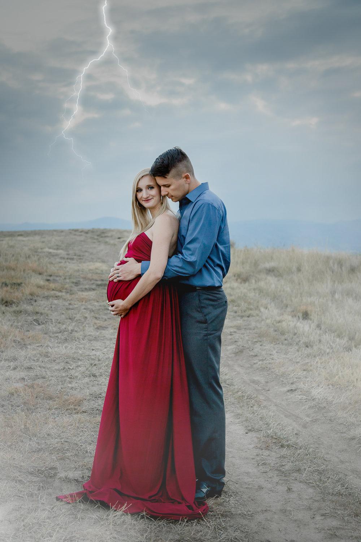 outdoor lightning maternity photo